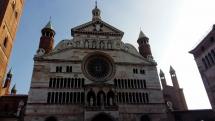 """Da Brescia alla città delle tre T"""", turòon, Turàs, tetàs (torrone, Torrazzo, tettone) o semplicemente Cremona"""